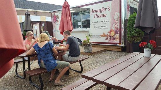 Jennifer's Restaurant Picnic Resmi