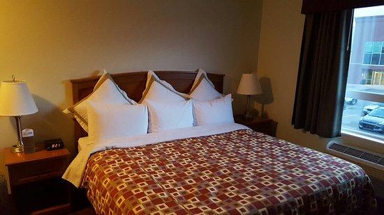 Service Plus Inns & Suites Calgary: 20160903_202151_large.jpg