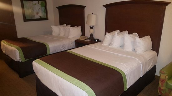 Clarion Inn Lake Buena Vista: 20160902_222054_large.jpg