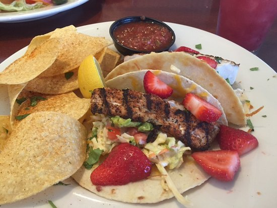Ontario, OR: Winger's Baja Deep Tacos - my wife never had one with strawberries before - not in her top 5