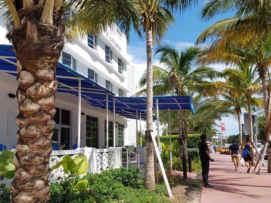 Hampton Inn Miami South Beach 17th Street Outside View Front Porch