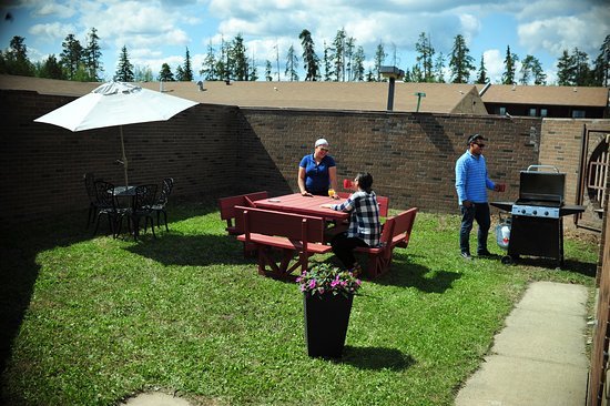 Whitecourt, Canadá: Picnic Area with Barbeque