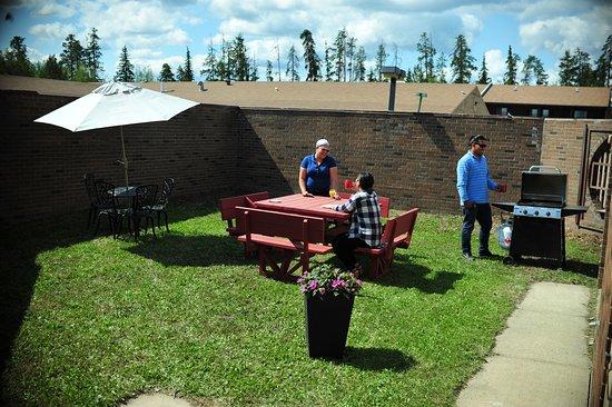 Whitecourt, Канада: Picnic Area with Barbeque