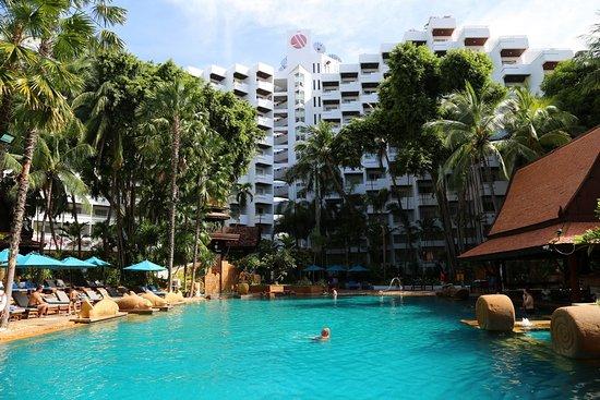 Pool - Avani Pattaya Resort Photo