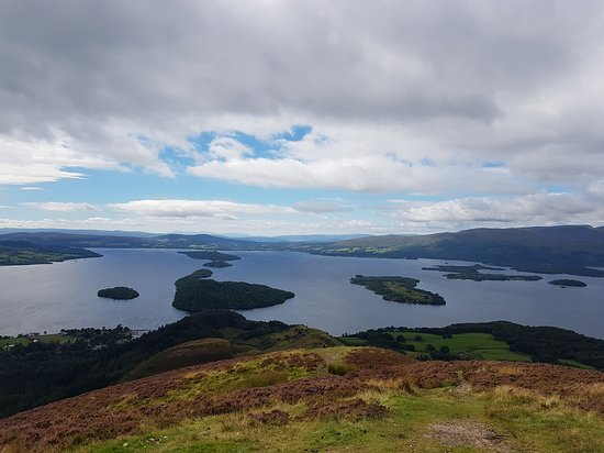 Rhu, UK: This view of Loch Lomond is just 40 minutes of driving and 45 minutes of walking away.