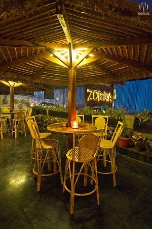 Anjuna, Inde : Casual bar seating