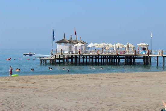 Baia Lara Hotel: The hotel Pier