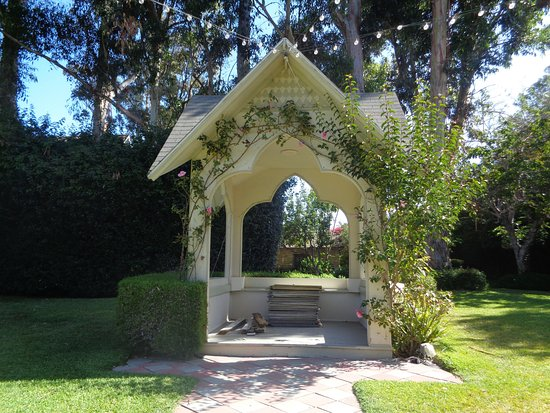 Kaleidoscope Inn: Beautiful garden for a wedding!