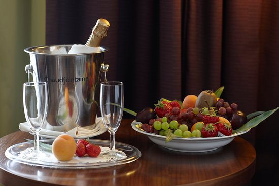 Ramada Plaza Liege City Center : Champagne in room