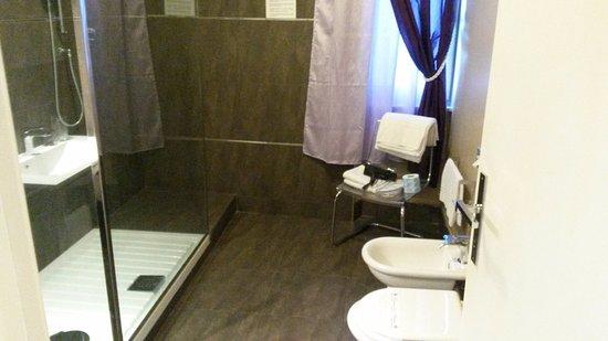 Bagno Con Doccia Aperta : Bagno con doccia aperta foto di palazzo frigo montefiascone