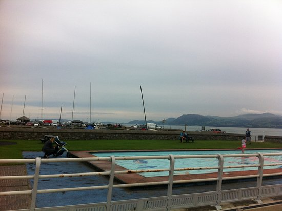 Beaumaris Pier: It even has a paddling pool