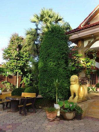 Lotus Lodge: Entrée de l'hôtel