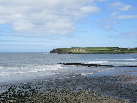 Portballintrae, UK: Looking from the beach towards former hotel near Giants Causeway.