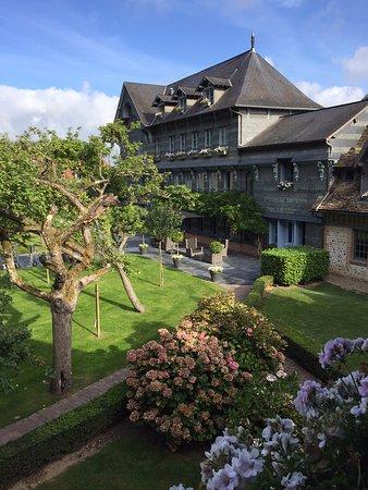 La Ferme Saint Simeon - Relais et Chateaux: La façade du bâtiment principal
