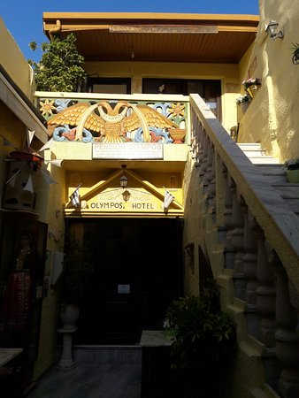 Pension Olympos : Main entrance after the door
