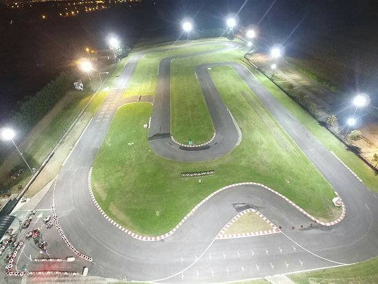 Pista karting Arcobaleno: Il circuito più grande dell'umbria 960metri, larghezza 9/11 metri.