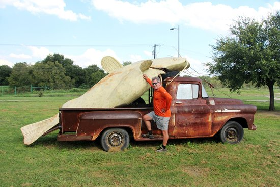 Lampasas, Teksas: gone fishing (a Texas tale) in the Sculpture Park - our favorite!