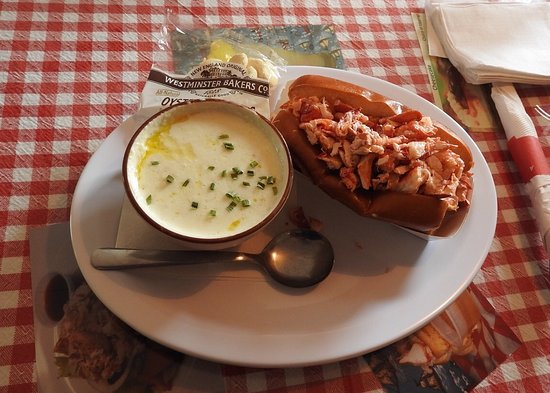 ‪‪Captains Fresh Idea Restaurant‬: Soupe de Clams et Roll Lobster‬