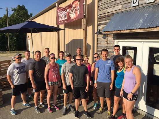 Hope Mills, Carolina del Norte: Pictures of the run club that meets every Thursday at 6pm