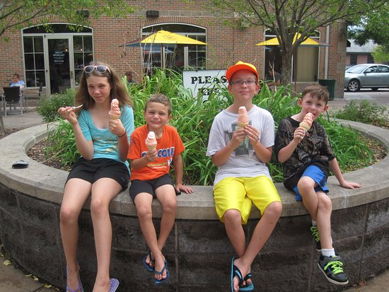 White Bear Lake, MN: Loving our ice cream on Labor Day!