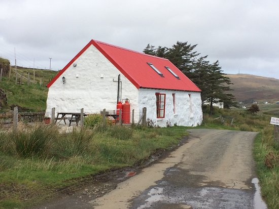 Red Roof Skye: Great cafe if you can get parked