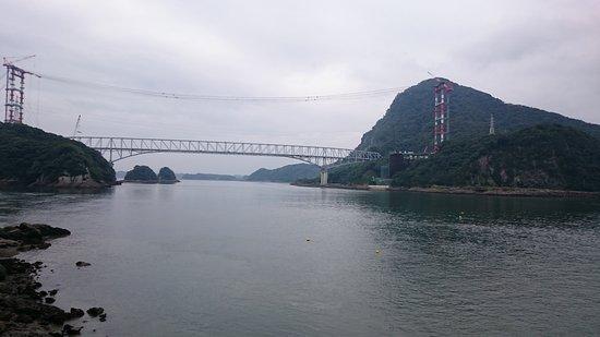 Uki, Japón: 15.08【浜ん小浦】お店から見える天草五橋