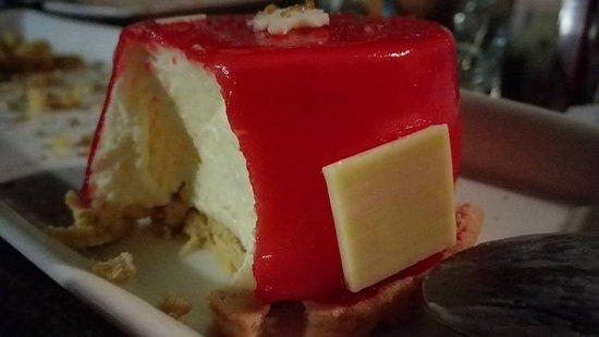 Cerveceria El Gallo : Postre que da la vida. No es una tarta de queso tradicional, es mejor
