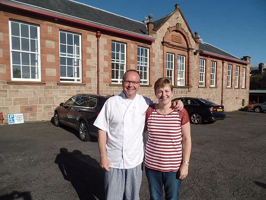 Grammar Lodge Guesthouse: Your hosts, Willie and Kirsteen, in front of the Lodge