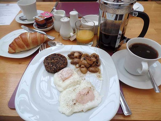 Grammar Lodge Guesthouse: Not only is the food great, but notice the french-press coffee — delicious!