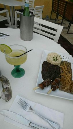 Cupecoy Bay, Saint-Martin / Sint Maarten: Snapchat-8542232132169585102_large.jpg