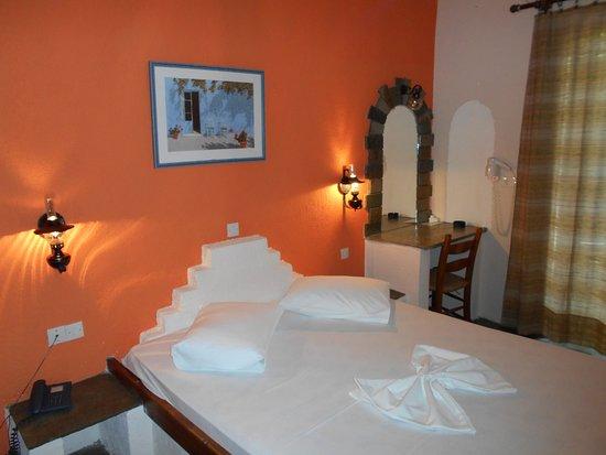 camera da letto - Picture of Paradise Hotel - Alonissos, Patitiri ...