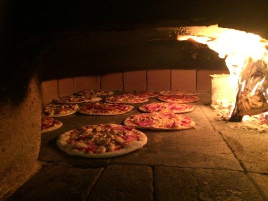 Grotto-Pizzeria Da Elio: Holzofen