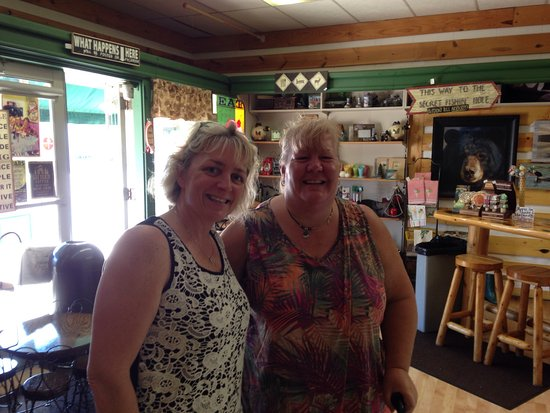 Ely, MN: The wonderful owner Sarah (on the left)