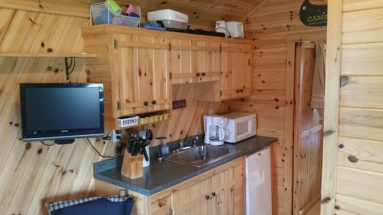 Loon's Point Campground : The kitchenette of the cabin.