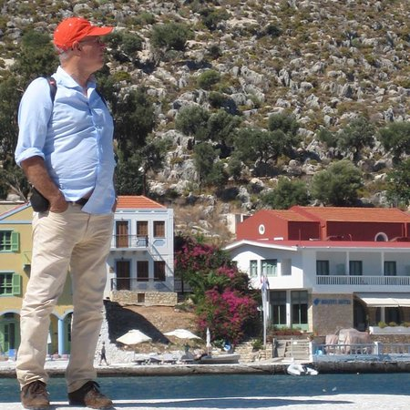 Hotel Kastellorizo: In the harbour with the hotel behind me