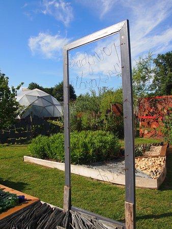 Vue sur la serre dôme - Photo de Jardin Rocambole, Rennes ...