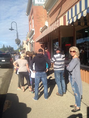 Lacombe, Canada: We arrived at 10:30 - this is the line up on a cool Sept Saturday morning
