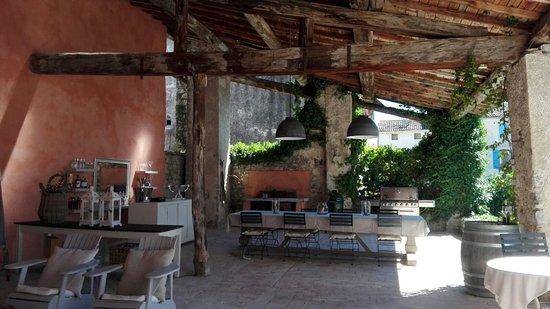 Saint-Hippolyte-du-Fort, Frankrike: Patio / cuisine d'été