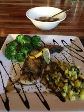 Wellfit Malibu : Grilled Halibut with mango salsa and steamed broccoli with balsamic dressing (I forget what soup