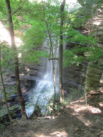 Matthiessen State Park: The larger falls from the top trail