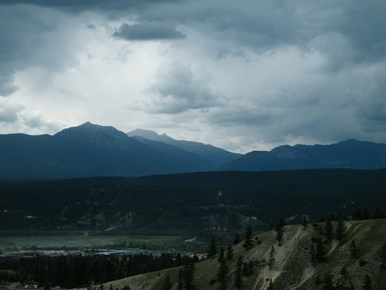 Rocky Mountain Springs Lodge and Restaurant : Every room has a view of the mountains
