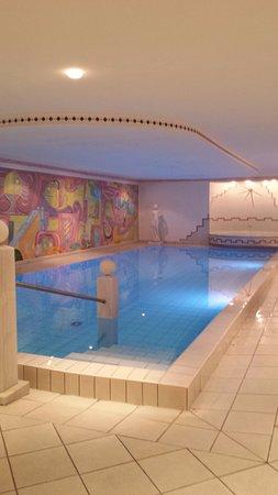 Hotel Gschwangut: Piscina interna riscaldata con angolo idromassaggio