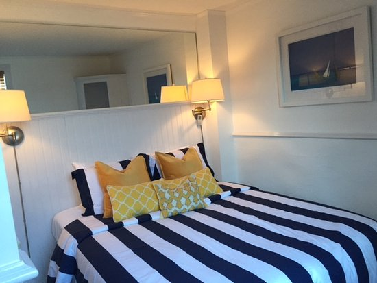 Bannister's Wharf Guest Rooms: S2 Queen Room 2