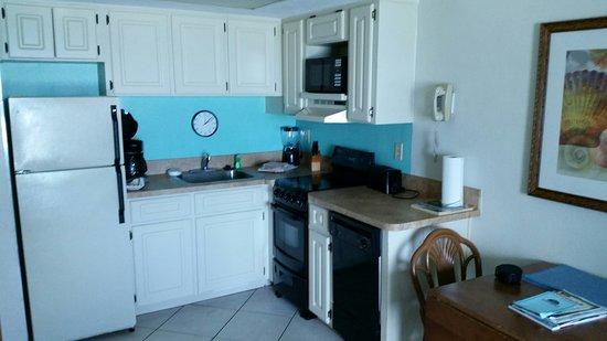 Islander Beach Resort: kitchen