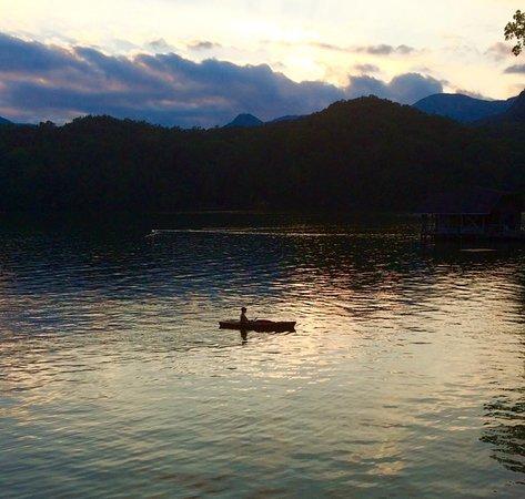 Lake Lure, Carolina del Norte: Sunset Paddle