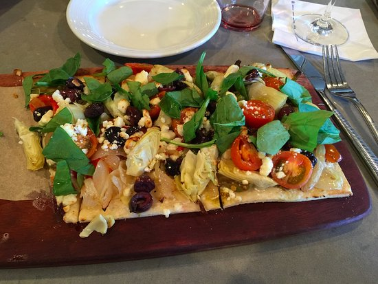 Scotts Valley, Califórnia: Mediterranean Flatbread - Wonderful with Merlot