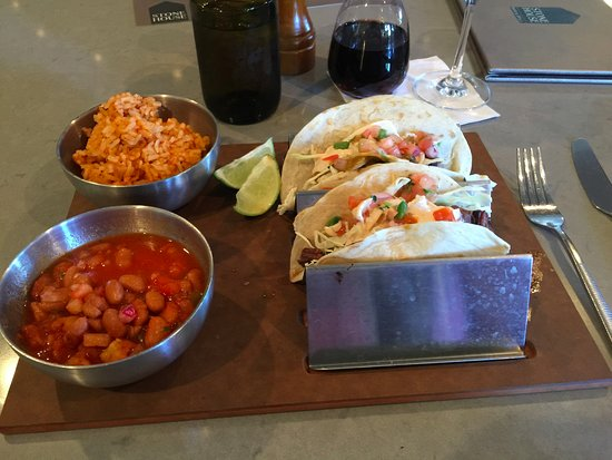 Scotts Valley, Califórnia: Steak Tacos - Delicious ... Best beans and rice I've ever had!