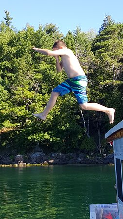 Gananoque, Kanada: Our 11 year old jumping off the roof after about 100 times!
