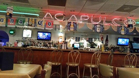 Saint Ann, MO: Bar area with seating