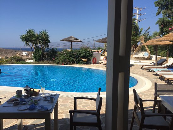 Kavos Boutique Hotel Naxos: Pool bar and restaurant